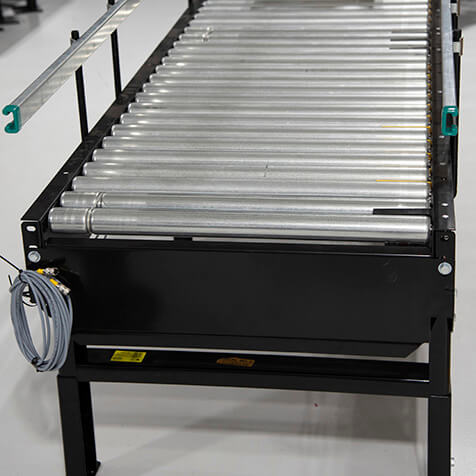 Accumulating horizontal power conveyor used to move boxes